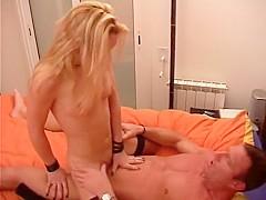 Cette jolie Espagnole blonde est déjà prête pour réchauffer et bien ménager Pascal notre hardeur ava