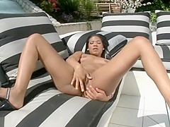 Emy spreads holes