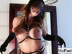 Mia Lelani in Mia Lelani Plays With Candles Until She Squirms In Orgasm - MiaLelani