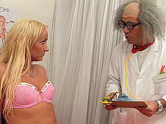 Lyly Star & Nick The Grip Leykis in Sexy Guinea Pig - ShakeTheSnake