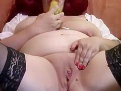Gei mit Birne in der Fotz bis sie2 mal Squirtet
