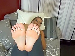 Big bare feet & soles in your face