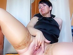 Mature Woman Likes To Show Off