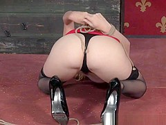 Clover Clamped Sub In Highheels Gets Tt