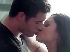 Couple Giovanni Francesco and Ariana Marie fuck in the shower