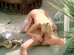 beautyful blonde get a nice cum on the dirty floor