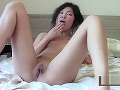 Sexy Thai on the webcam - camwhoring & showing everything