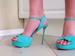 Milena bug crushing in sexy blue high heels.