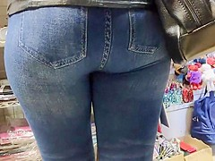 Delucious big butts milfs in tight jeans