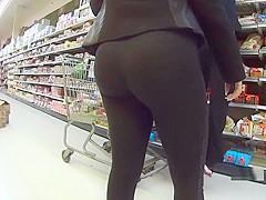 Juicy Milf In Tight Black Leggings