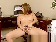 Milf Alicia Silver opens up her pussy during this camshow