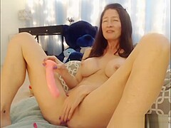 Warm Mature Camwhore Squirts Over Herself While Masturbating
