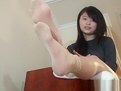 Ngoc Feet Shows.