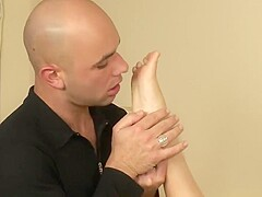 Sexy blondie uses any method she can think off to make her boyfriend explode all over her feet