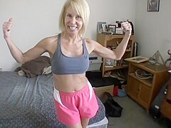 Fit MILF takes her workout to another level