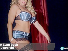 Amber Lynn's on-stage fuck show - 40SomethingMag
