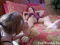 Sadie Holmes soles and feet get worshiped - FootWorshipVixens