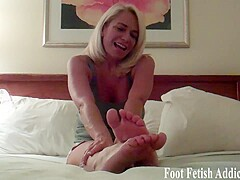 You like my little pink toes I bet - FootFetishAddiction