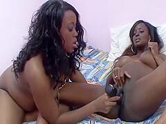 Sich gegenseitig ficken Freundinnen Zwei lesbische